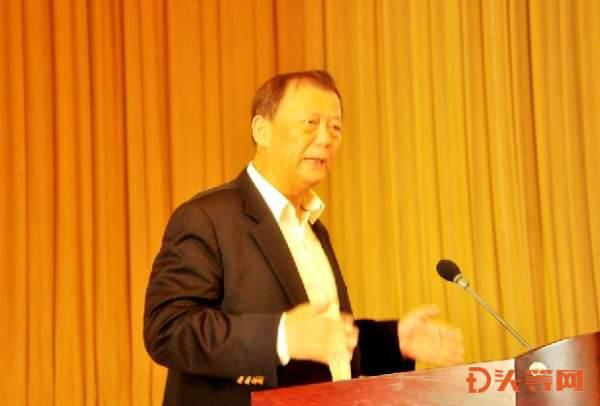 2、著名经济学家、国务院参事室特约研究员姚景源为论坛作《中国经济难点热点解析》报告.jpg